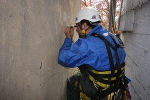 Berufskletterer an Fassade