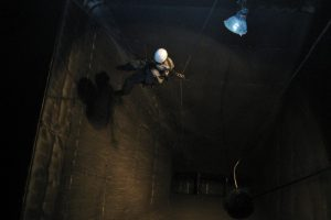 Höhenarbeiter im Bunker