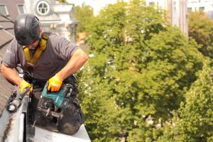 gerüstlose Dacharbeiten am Gesims