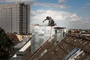 Bau einer Schornsteinverkleidung ohne Gerüst