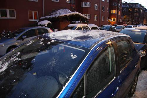 PKW Schaden durch Dachlawine