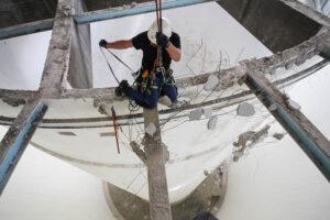 Kletterarbeiter bei Kletterarbeiten